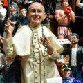 Wordt de paus te veel bewonderd?