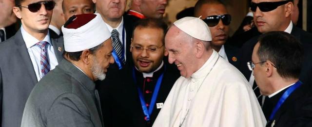 Paus keert zich in Egypte met kracht tegen alle vormen van haat en geweld