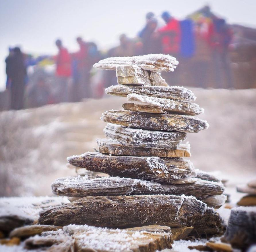 Steenmannetje, een stapel stenen in piramidevorm