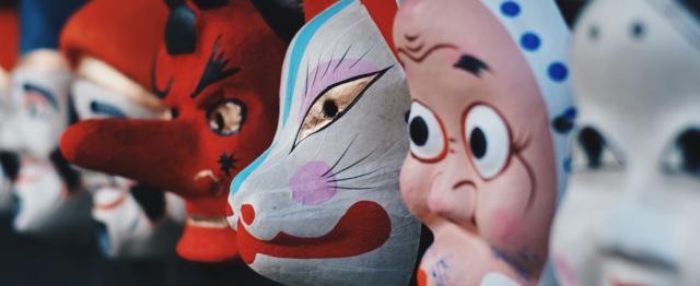 Waarom zou je die carnavalsmis niet gewoon omarmen?