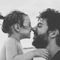 Vader en dochter, eskimo kus, vertrouwen